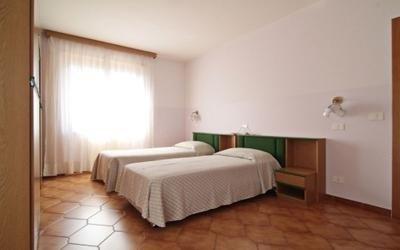 camera da letto doppia con tv