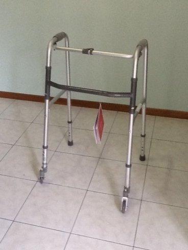 Struttura per aiuto camminata