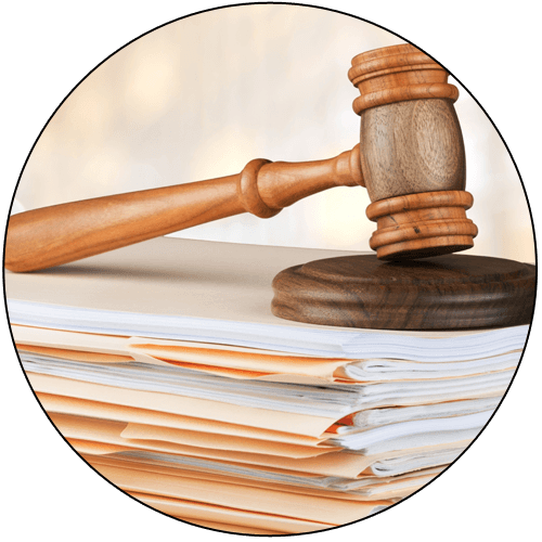 martelletto giudice sopra dei documenti