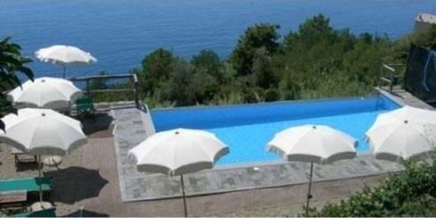 La piscina Hotel La Giada del Mesco