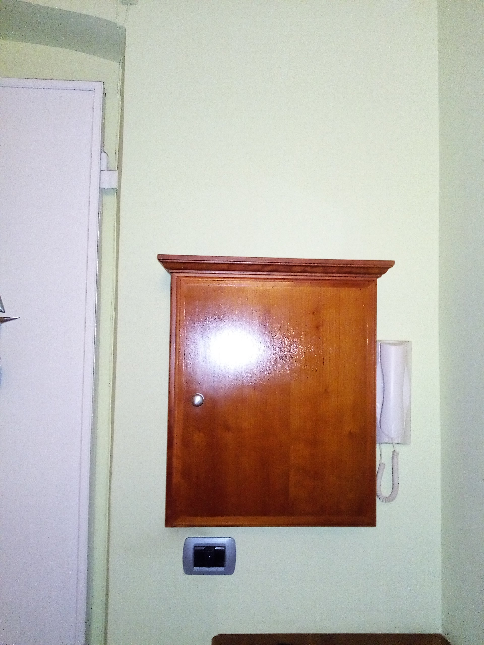 copri-contatore in legno su misura