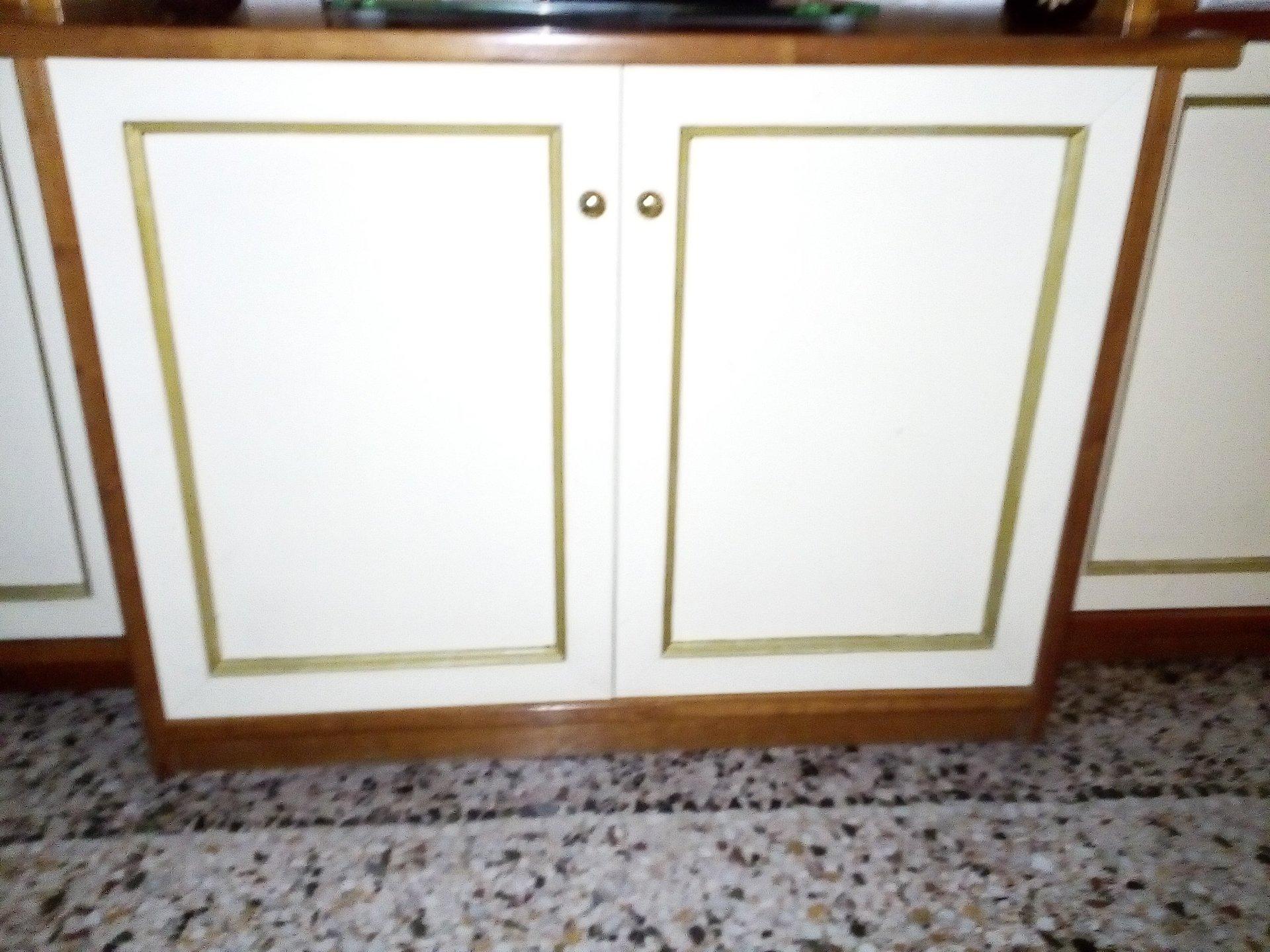 porta-televisore in legno su misura