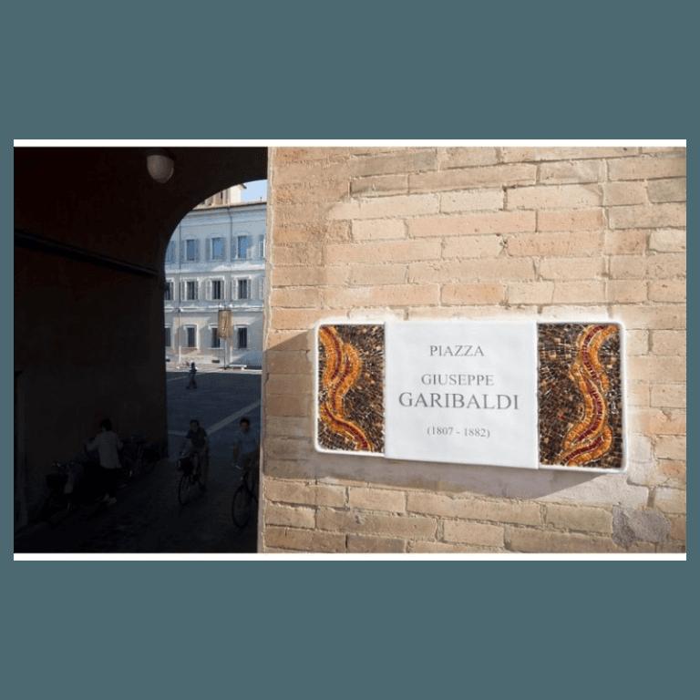 decorazioni mosaici targhe centro storico Ravenna