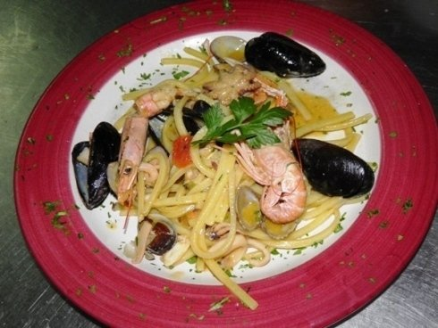 Piatto con spaghetti ai frutti di mare