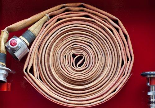 manichetta per spegnere un incendio arrotolata