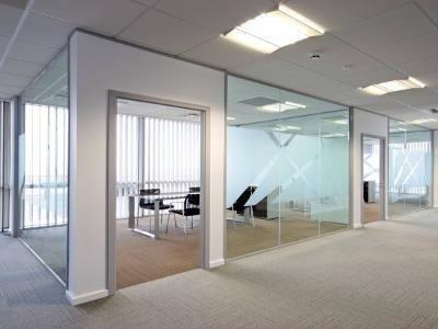 Divisori Per Ufficio In Vetro : La vetreria ferraris realizza pareti divisorie in vetro per uffici
