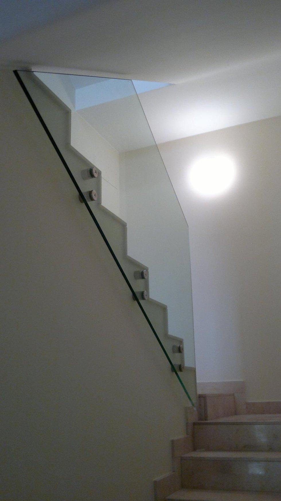 scala con corrimano e vetri