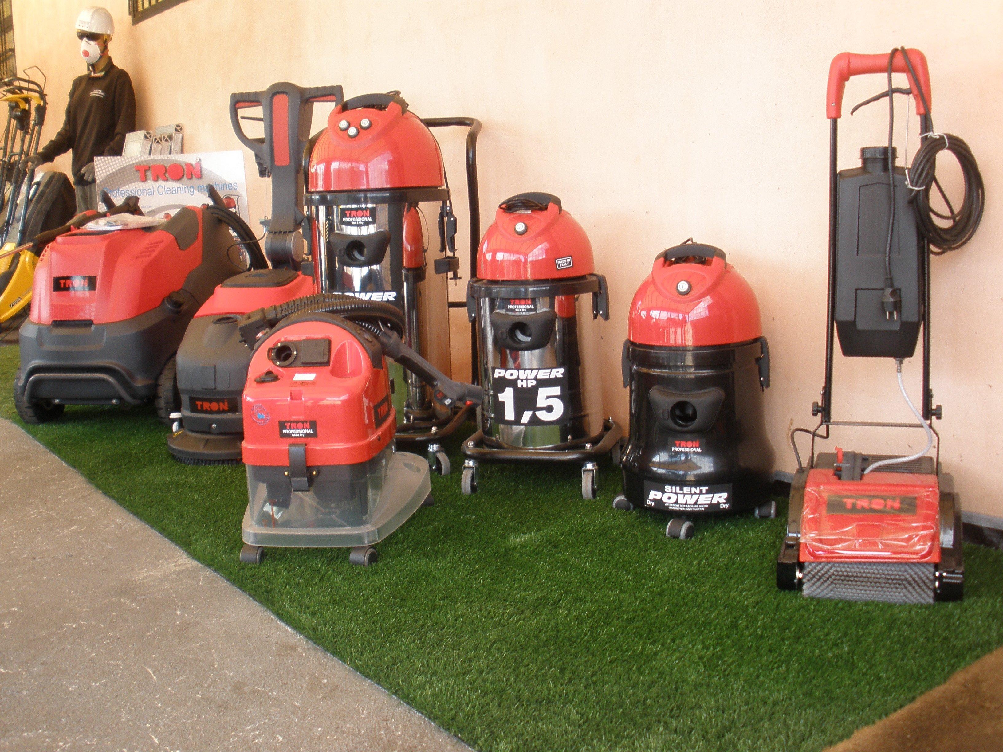 Dettaglio di macchinari per la pulizia dei giardini