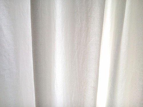 dettaglio del tessuto di una tenda da interno