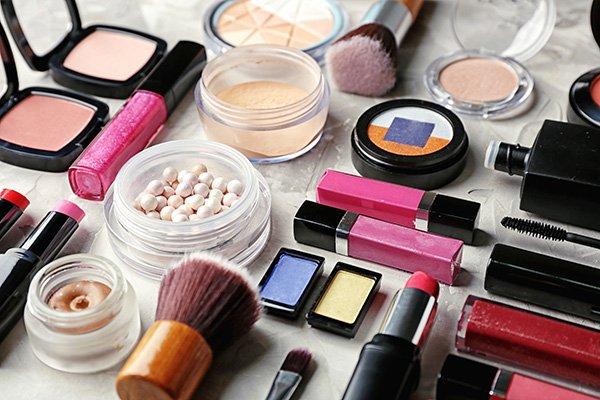 Decorative cosmetic set