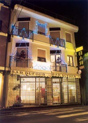 Esterno dell'Hotel Dufour di notte