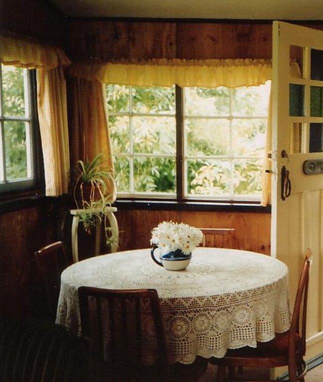 Apple Tree Cottage-Dining