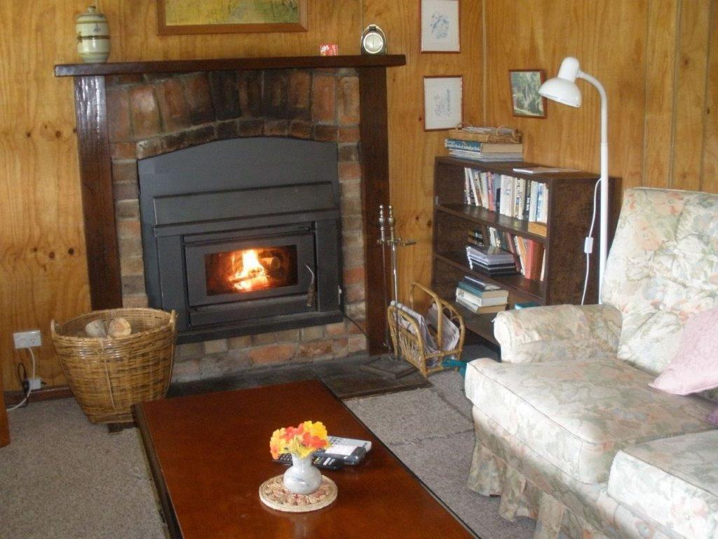 Apple Tree Cottage-Lounge