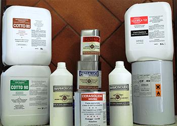 prodotti per il trattamento e la pulizia del cotto
