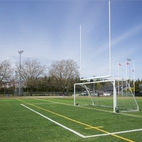 campo da calcio con porta da calcio