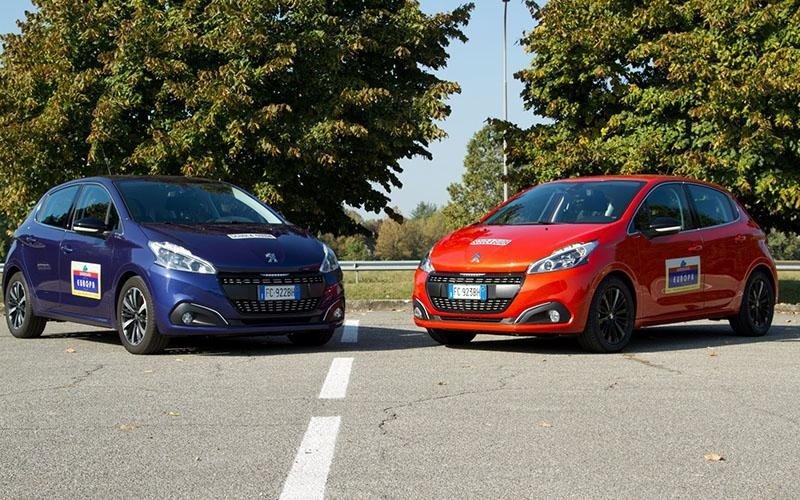 Peugeot 208 blu e rossa - Autoscuola Europa