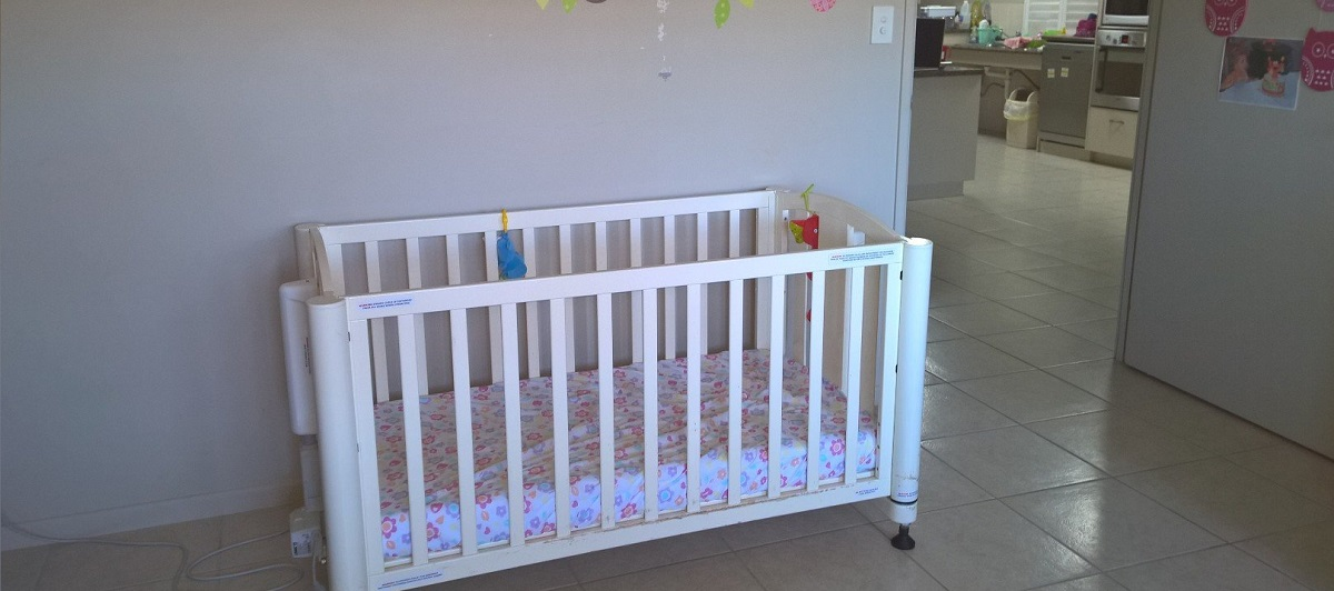 baby cot in white color with wheels