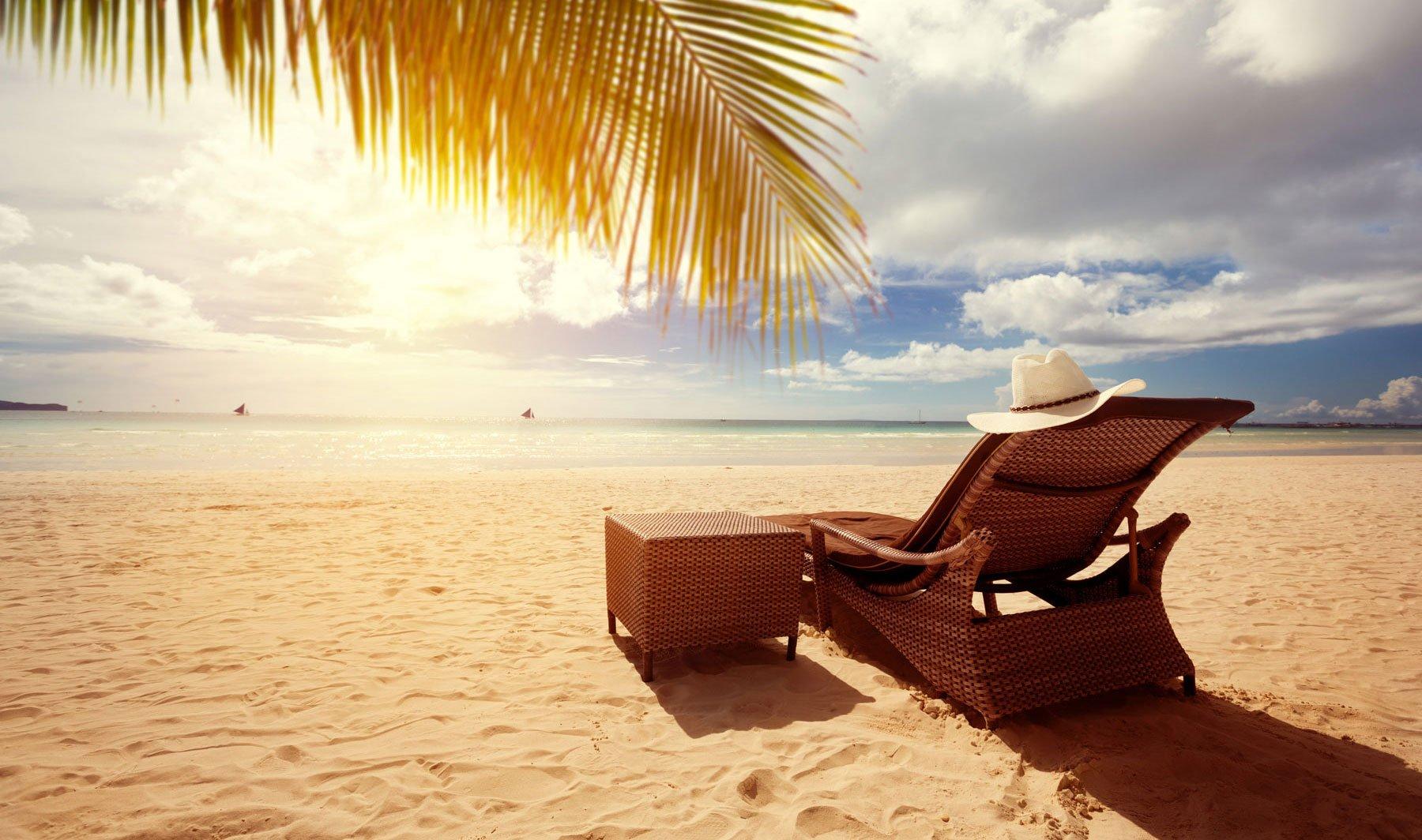 lettini di lusso sulla spiaggia