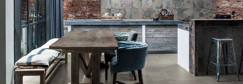 cucina con pavimento effetto legno