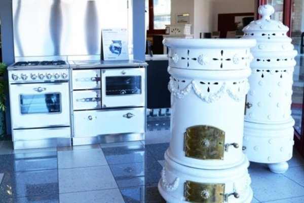 cucina con caminetto interno