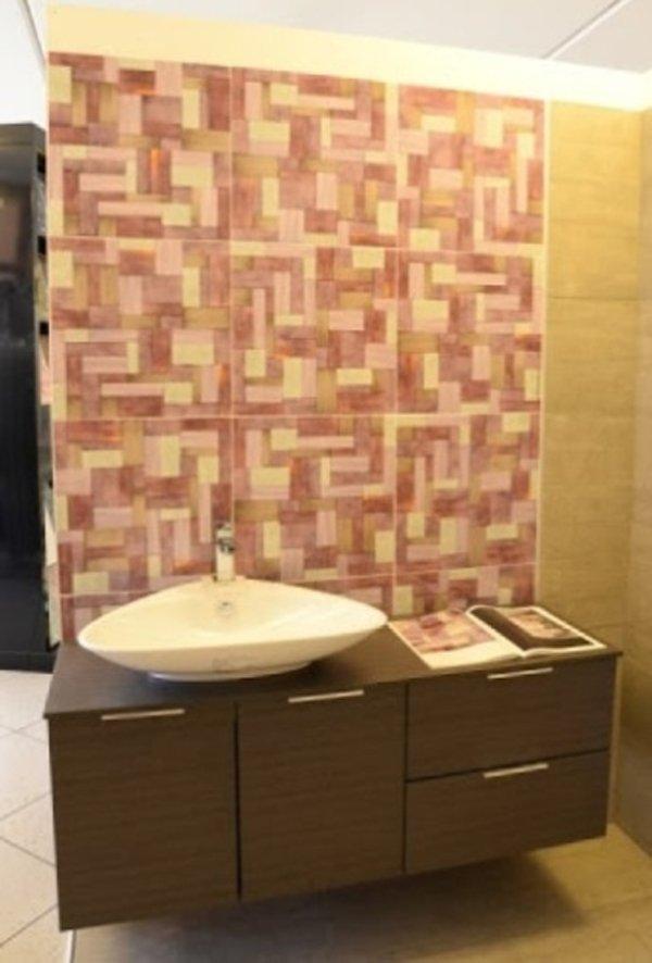 parete di un bagno in marmo