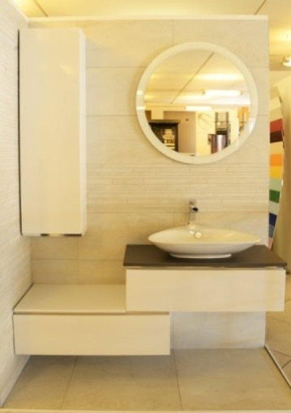 modello di un bagno in esposizione