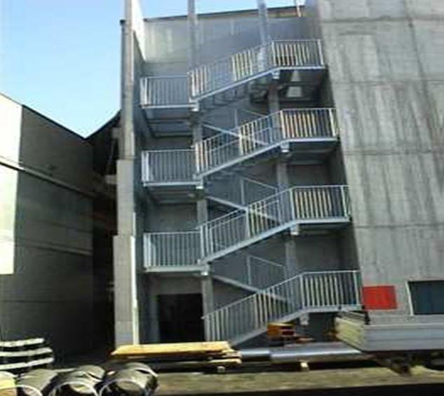 Scala esterna di sicurezza. Forge FEDRIGA s.p.a. Cividate Camuno (BS)