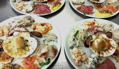 piatti di antipasti freddi di pesce