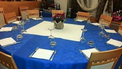 tavolo apparecchiato per cerimonia privata