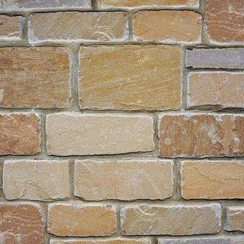 un muro di mattoni in marmo