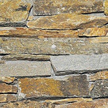 un muro di pietra di diversi colori