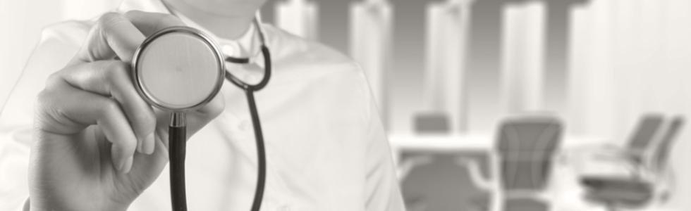 medico con stetofonendoscopio