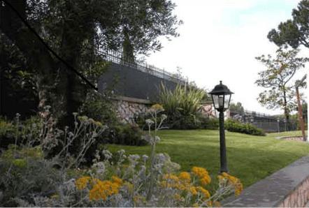 giardino con lampioni