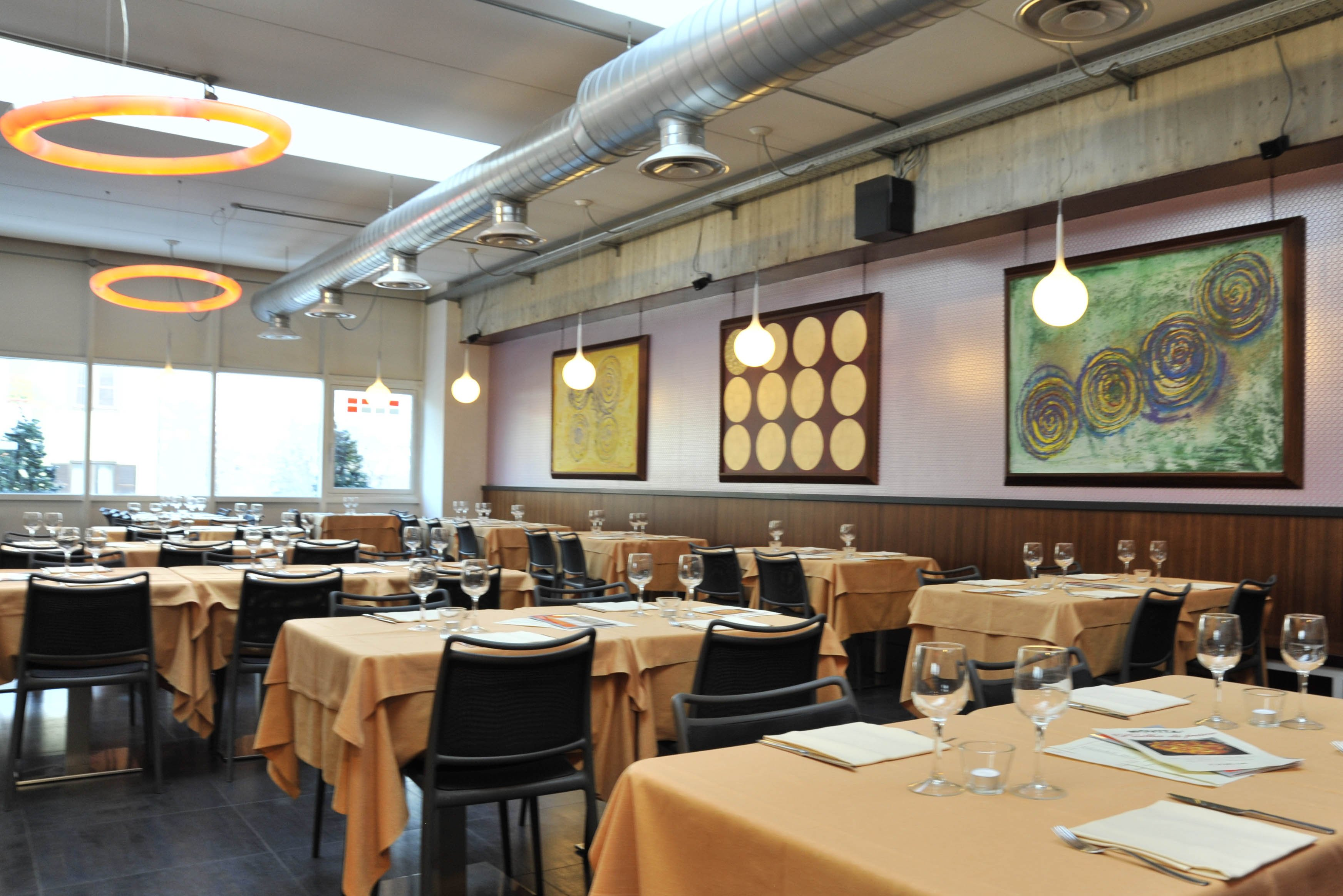 i tavoli nel ristorante