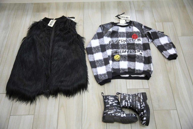 camicia, cappello da bambina nero, e bambina Stivali