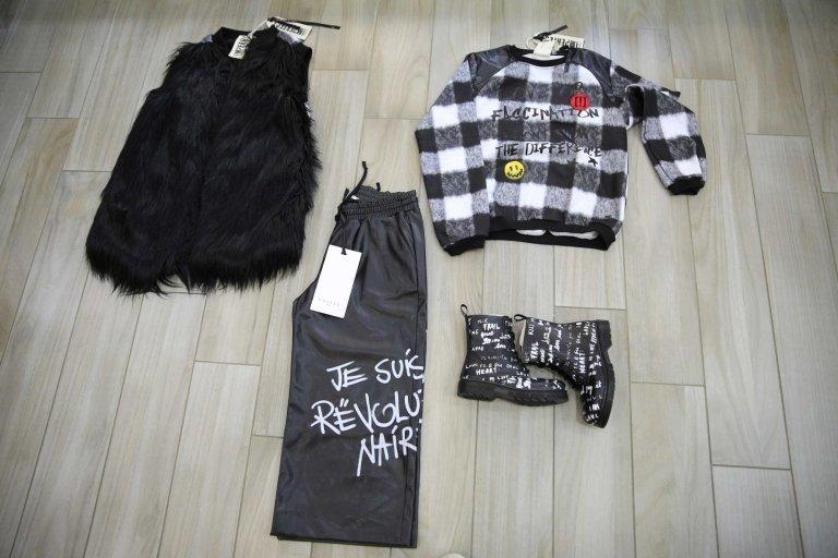 set 4 pezzi camicia, pantalone, cappello da bambina nero, e bambina Stivali