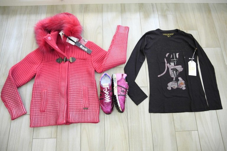 giacca, scarpe e magliette nera
