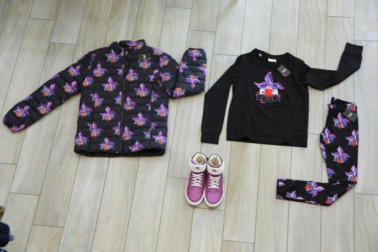 abbigliamento per bambini con stivali