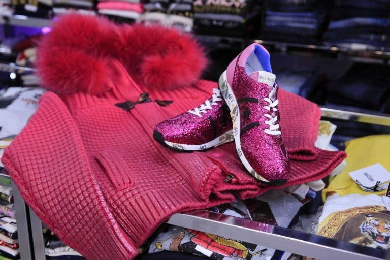 giacca con scarpe rose