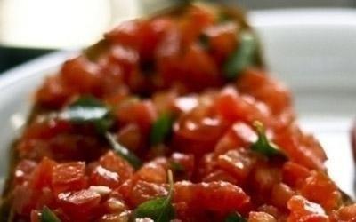 Pomodoro a pezzetti con basilico