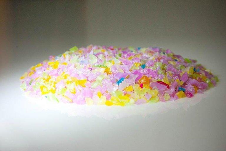 materiale plastico di vario colore