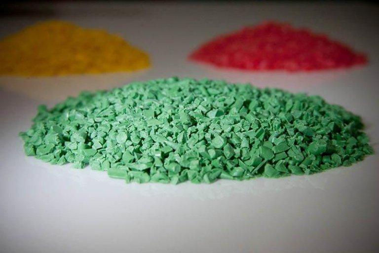materiale plastico reciclata verde
