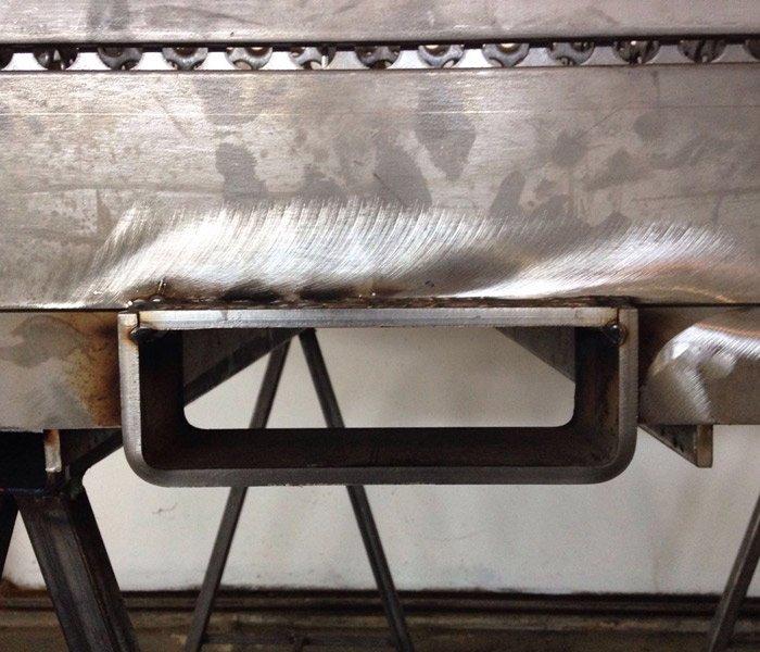 zoom su un pezzo di lavorazione in ferro