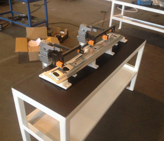 montaggio industriale di pezzi metallici