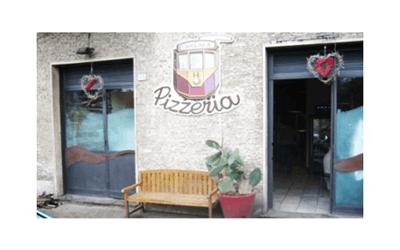 pizzeria con ampia sala interna