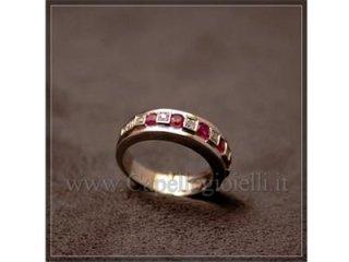 anello con rubini