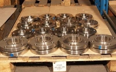Metal seals and valves