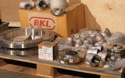 Steel seals and fittings