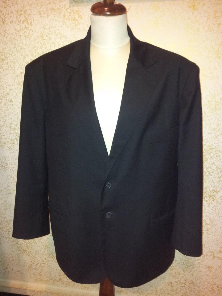 una giacca di un completo di color nero