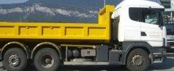 camion ribaltabile per trasporto di rifiuti tossici